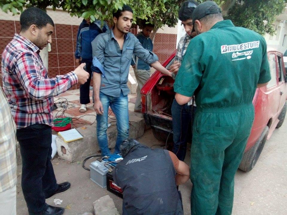 طلاب المعهد الصناعي في بنها يحولون سيارة للعمل بالطاقة الشمسية