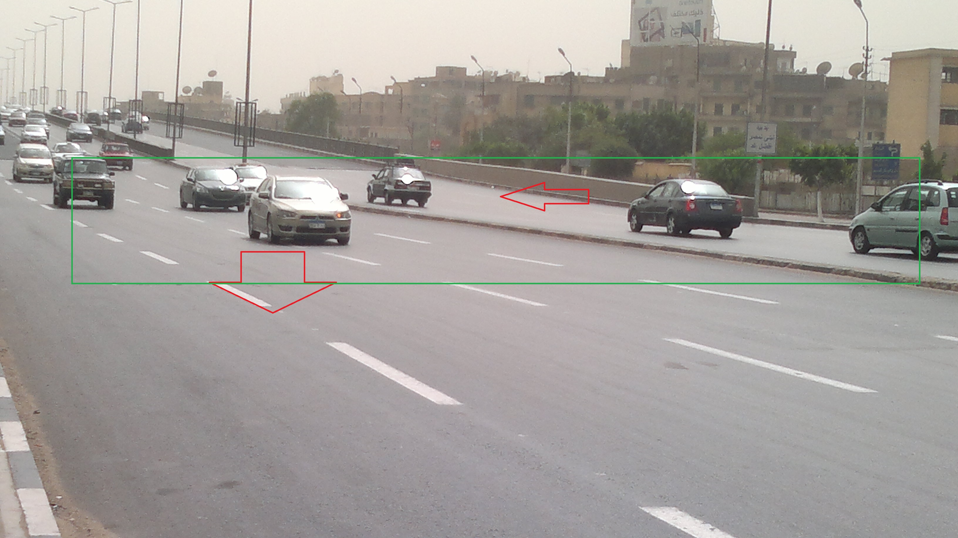 توسعة كوبري الجلاء دون فاصل آمن بين السيارات (تصوير صبحي عبدالله)