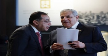 Egyptian Prime Minister Ibrahim Mehleb (R) arrives with Housing Minister Mustafa Madbouly for the Egypt Economic Development Conference (EEDC) in Sharm el-Sheikh, in the South Sinai governorate, south of Cairo, March 14, 2015. Gulf Arab allies pledged a further $12 billion of investments and central bank deposits for Egypt at an international summit on Friday, a big boost to President Abdel Fattah al-Sisi as he tries to reform the economy after years of political upheaval. REUTERS/Amr Abdallah Dalsh  (EGYPT - Tags: BUSINESS POLITICS) - RTR4TBS1
