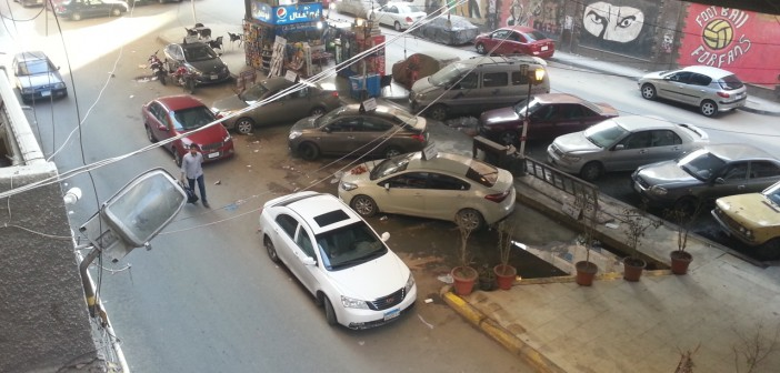 بالصور.. مكتب تأجير سيارات يستولي على ساحة «ركن» أسفل كوبري ميامي (📷)
