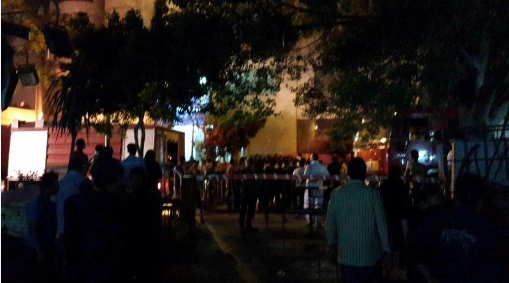 الوضع أمام قسم العجوزة  بعد حريق شب فيه (تصوير نانسي عمر)