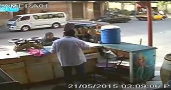فيديو لكاميرا مراقبة سجلت سرقة مواطنة وخطف ابنتها بالإسكندرية