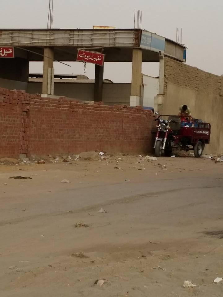تهريب بنزين 80 بالمنطقة الصناعية في 6 أكتوبر (تصوير محمد خالد)