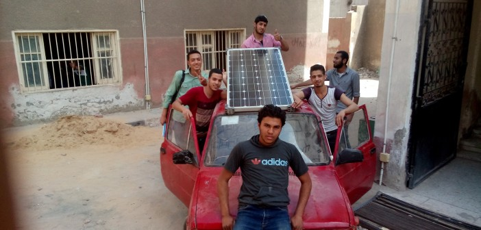 فيديو وصور.. سيارة تعمل بالطاقة الشمسية اختراع لطلاب المعهد الصناعي في بنها 📷🎥