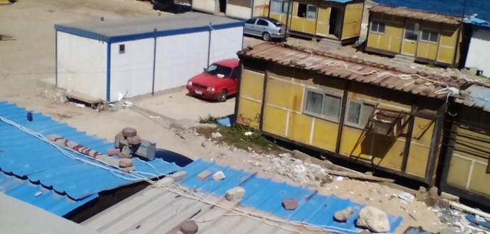 ممنوع الاقتراب أو التصوير.. لا مكان للفقراء على شواطئ الإسكندرية 📷