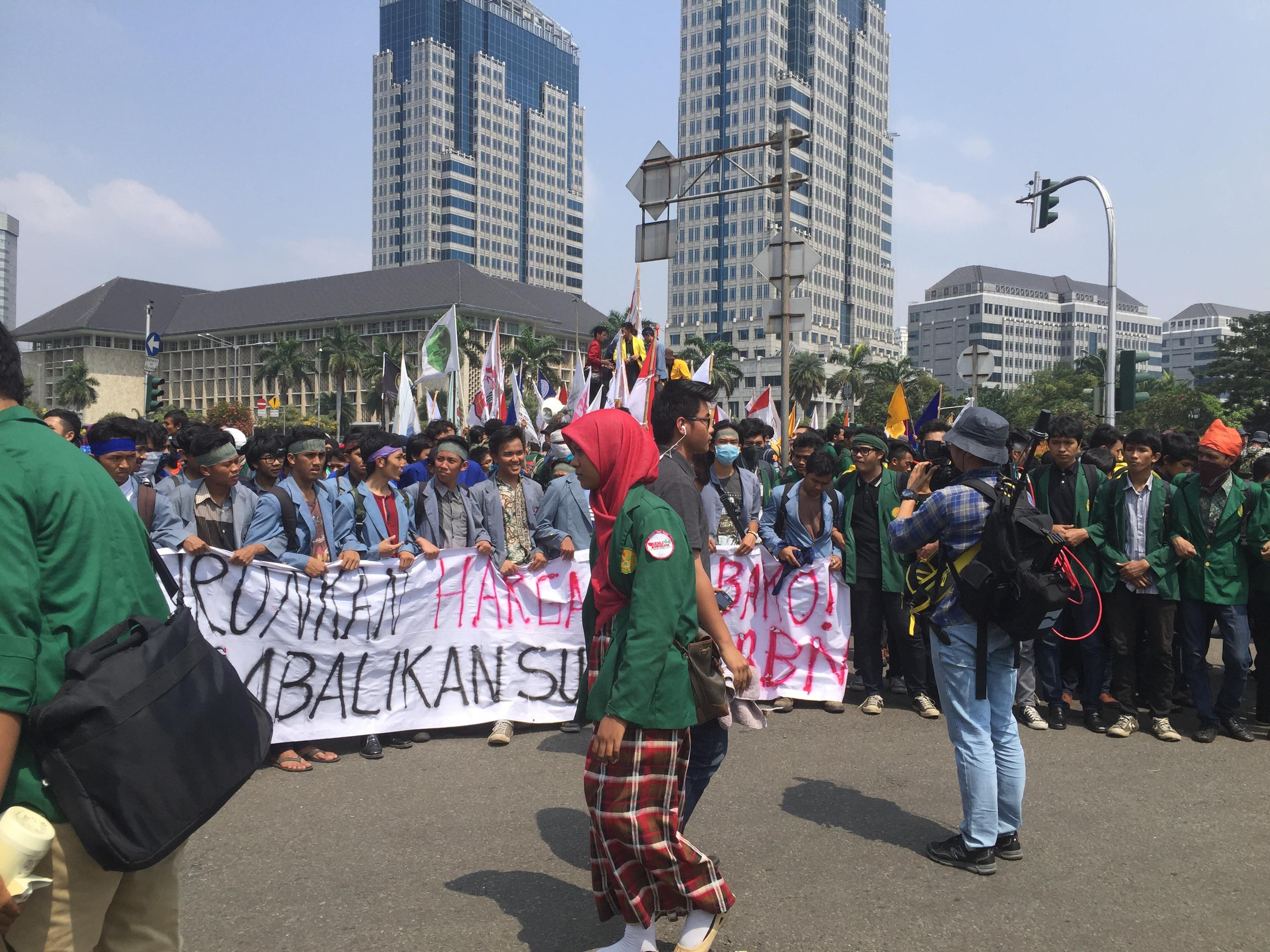 مظاهرات في إندونيسيا تطالب بتنحي الرئيس (تصوير وليد كُريم)