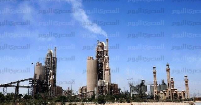 في أسمنت سيناء.. طالب العمال ببدل المخاطر فهددتهم الشركة بالفصل