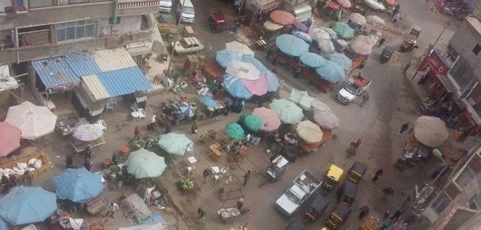 تحول شارع عمومي بالإسكندرية لـ«سويقة» وموقف توكتوك وميكروباص (صور)