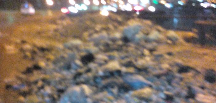بالصور.. انتشار القمامة على كوبري السواح 📷