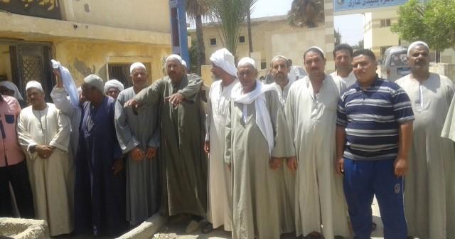 أهالي قرى خط السلام بالبحيرة يتظاهرون لانقطاع المياه منذ 4 أعوام 📷