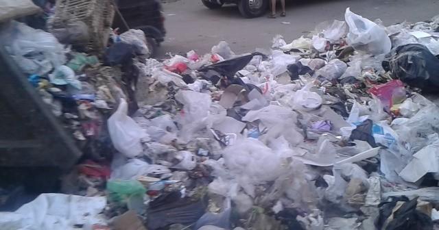 بالصور والفيديو.. القمامة «تلتهم» شوارع شرق وغرب شبرا 📷📹