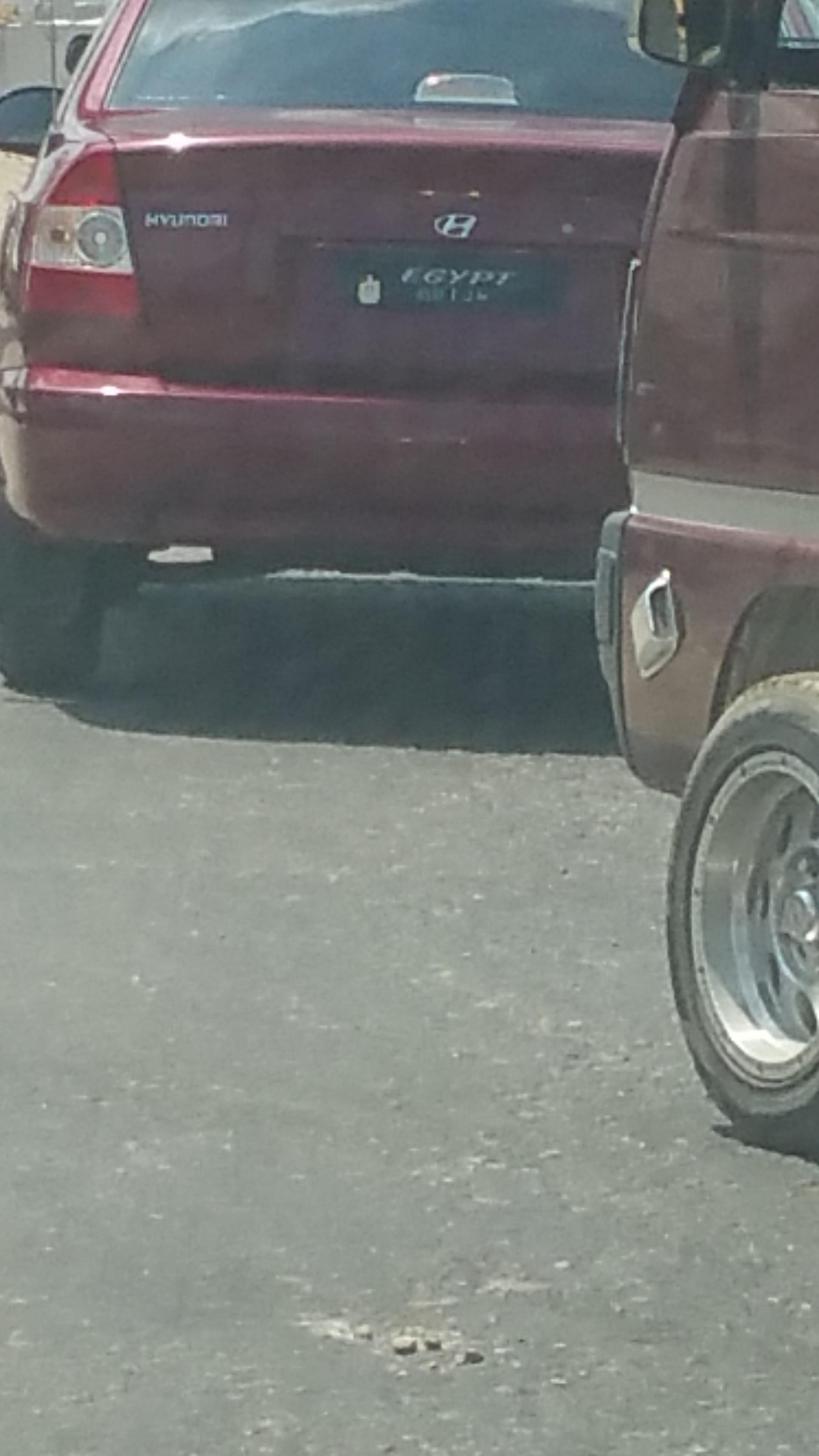 سيارة دون لوحة أرقام على طريق مصر _ إسكندرية الزراعي (صورة محم خميس)