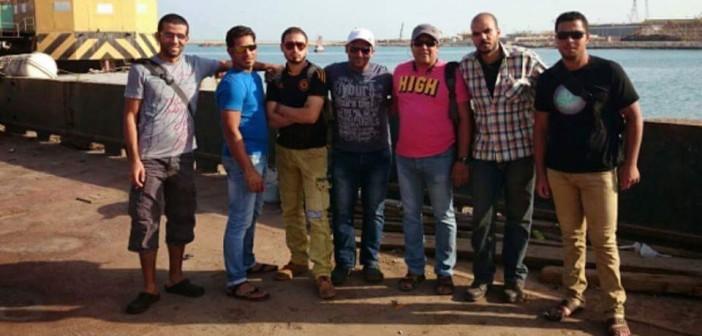 بالصور.. قصة 7 مصريين يلاحقهم كفيل سعودي.. ويمنع عودتهم لبلادهم 📷