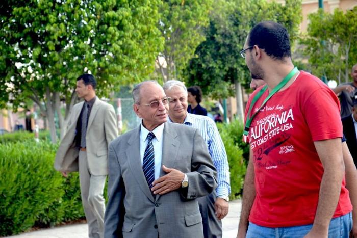 اثناء الجولة التفقدية لرئيس الجامعة مع اتحاد الطلاب