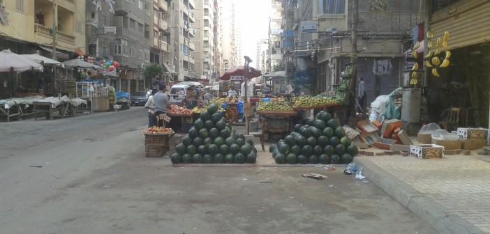الباعة يسيطرون على حرم شارع القاهرة بسيدى بشر الإسكندرية 📷