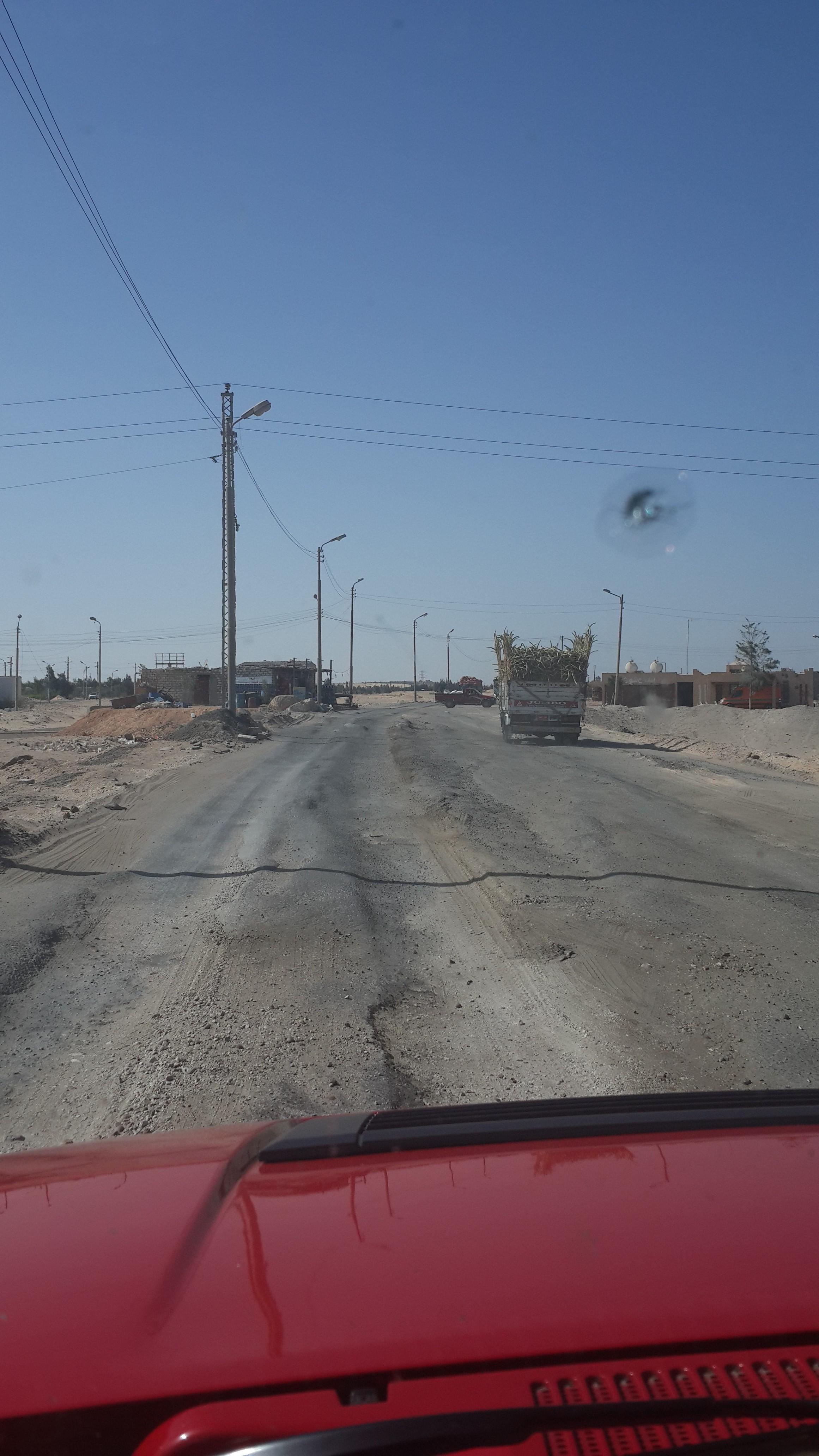 الإهمال يضرب طريق الفيوم ـ أسيوط (تصوير صلاح فرغلي)