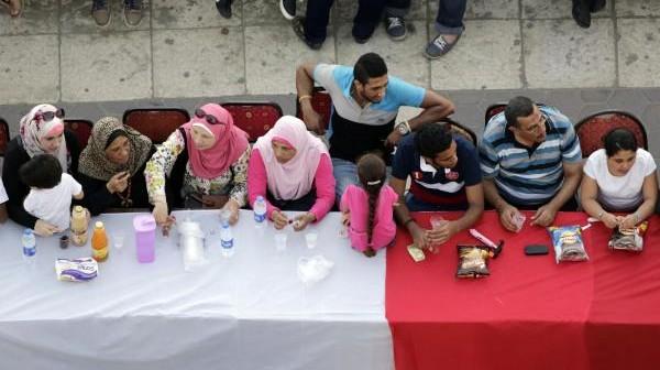 📝 محافظ الإسكندرية وأطول مائدة إفطار في العالم (رأي)