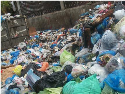 📷 تفاقم أزمة القمامة بشوارع الإسكندرية.. والأهالي: «اتعودنا عليها»