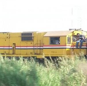 «مسطح» على ظهر جرار قطار الإسكندرية طنطا: «الإهمال من المواطنين أيضًا» 📷
