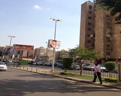 بالصور.. أعمدة الإنارة أمام سيتي ستارز بمدينة نصر مضاءة نهارًا 📷