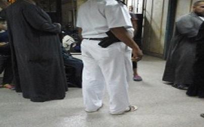 بالصورة.. غضب من الخدمة الطبية بمستشفى أوسيم.. وشرطة تأمينه «ماشية بالشبشب» 📷