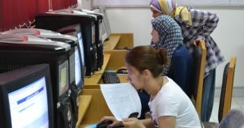أرشيفية ـ طالبات تسجلن رغبات التنسيق بالجامعات