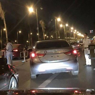 سيارة بلا أرقام تمر بكمين أمام قصر الرئاسة دون مساءلة