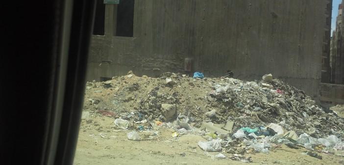 بالصور.. القمامة تصنع معاناة المواطنين في «صقر قريش» 📷
