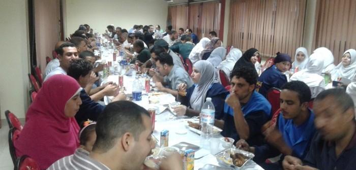 حفل إفطار جماعي للعاملين بمستشفى النيل (صور)