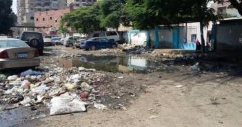 قمامة وصرف أمام مبنى الصحة بالحرفيين في حي السلام