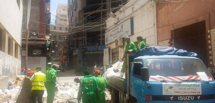 «البيئة الخضراء» تجمع القمامة من شوارع الإسكندرية رغم غياب دعم المحافظة 📷