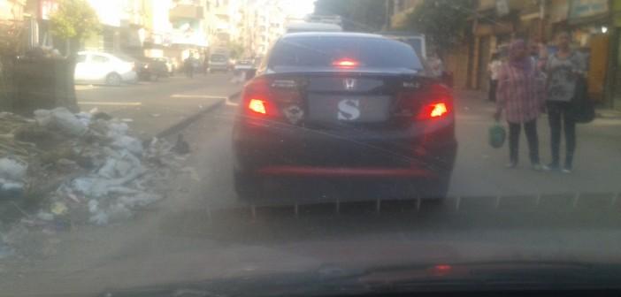 سيارة بدون لوحة معدنية.. «دة مطمسهاش دة بيستهبل» 📷