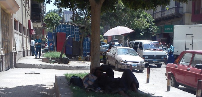 حلوان  متسولون على الأرصفة دون مأوى يوقف معاناتهم في الشوارع (صور)