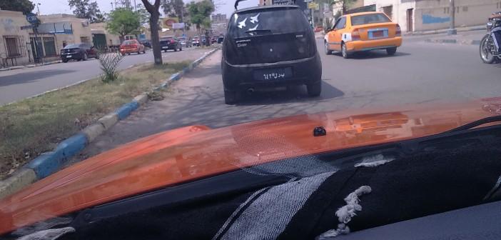 لوحة سيارة مخالفة في الإسماعيلية.. بيشتغل إيه صاحبها؟ وليه شكلها كدة؟ 📷