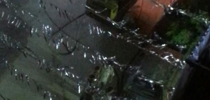 فيديو.. تكسير الطريق لمد وصلات كهرباء ومرافق «مخالفة» في عين شمس 📹
