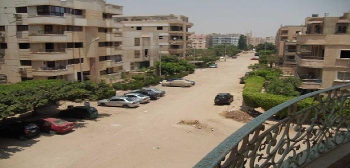 سكان عقار بالمقطم يشكون تقاعس الحي عن وقف أنشطة تجارية محظورة فيه