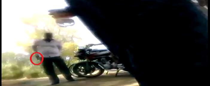 🔴 بالصور والفيديو.. اللحظات الأولى لإطلاق أمين شرطة النار على مواطن.. وإصابته بعاهة مستديمة +18