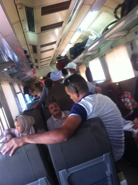 تكدس في القطارات المكيفة بأسيوط هربًا من ارتفاع درجات الحرارة