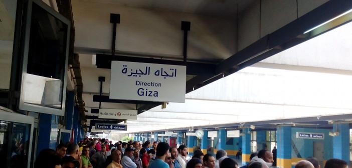 بالصور.. تكدس في المترو صباح اليوم بعد تعطله في محطة شبرا الخيمة