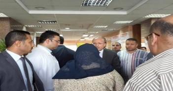وزير الصحة يزور مصابي انفجار مبنى الأمن الوطني بشبرا