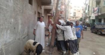 عمود كهرباء مائل ومتآكل يهدد حياة المواطنين في مغاغة دون تحرك من المسؤولين