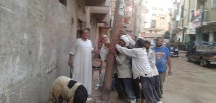 دون استجابة مسؤولي المنيا.. عمود كهرباء يهدد حياة المواطنين بمغاغة (صور)