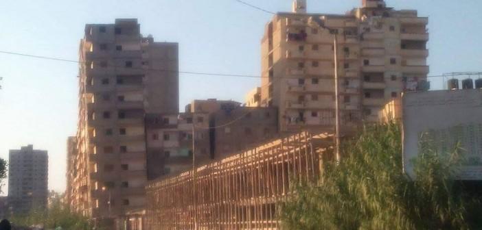 بالصور.. كارثة تنتظر سكان «العماروة» بالإسكندرية بسبب العمارات المائلة