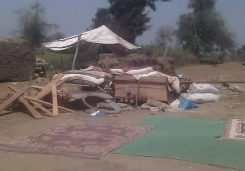 مواطنون يعيشون بالشارع منذ 20 يومًا بعد حرق منازلهم يطلبون تدخل وزير الداخلية 📷