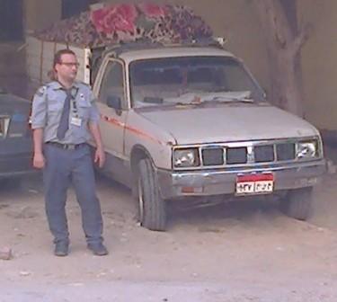 بالصور.. ضبط سيارة وسائقها بمستشفى النيل بعد محاولته تهريب نفايات طبية 📷