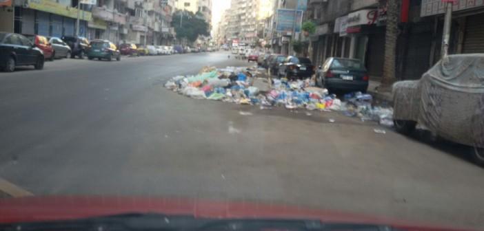 بالصورة.. تراكم القمامة في شارع جمال عبدالناصر بالإسكندرية «أين الباشا المحافظ»