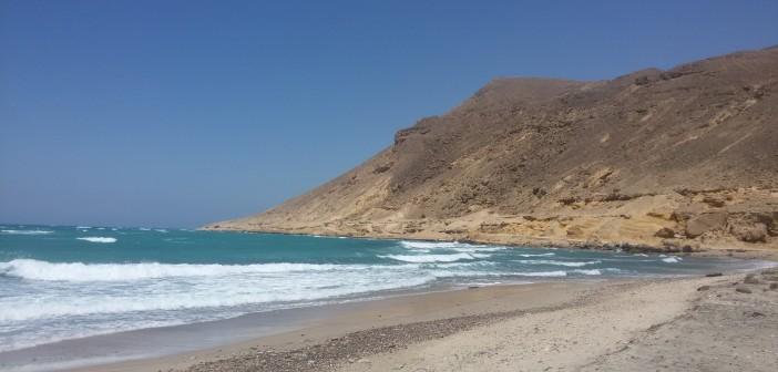 بالفيديو.. استياء أهالي طور سيناء من تواصل إغلاق شاطئ «حجر الميا» 📷