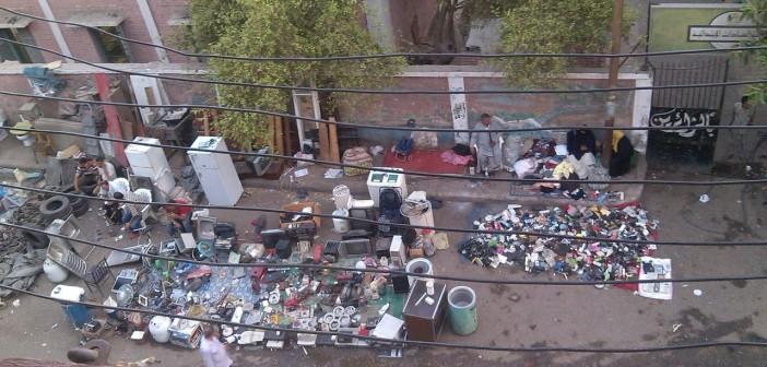 بالصور.. «سوق الجمعة» بإمبابة.. متعلقات مسروقة وبلطجة على السكان في غياب الحي 📷