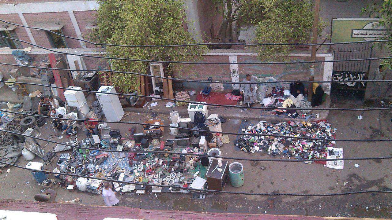 فوضى «سوق الجمعة» بإمبابة.. متعلقات مسروقة وبلطجة على السكان وسط تقاعس الحي
