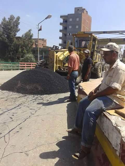مجلس مدينة منية النصر ينظفها عندما «علم بمرور محلب» بعدما كانت مقلب قمامة